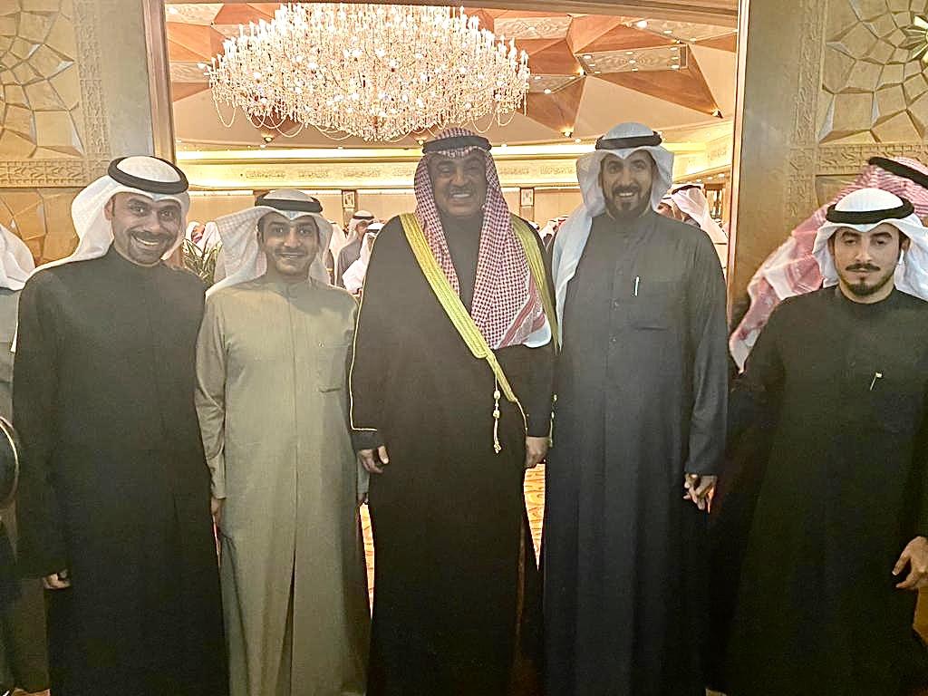 اللجان التطوعية لمدينة المطلاع مع سمو رئيس مجلس الوزراء الشيخ صباح الخالد