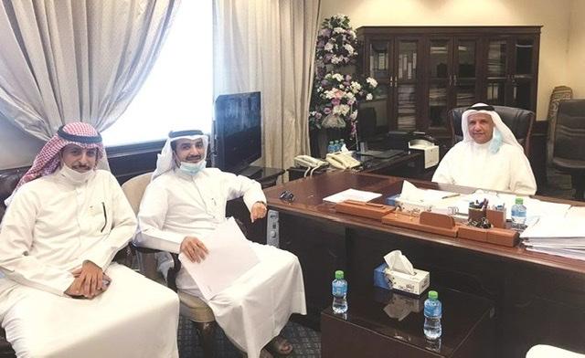 نائب المدير العام للرعاية السكنية لقطاع التنفيذ م. صالح الرشيدي مع اللجنة التطوعية لمدينة المطلاع
